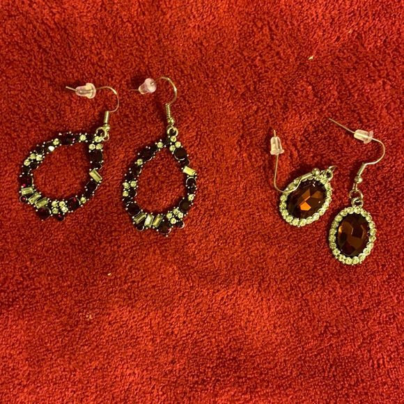 2/$7 paparazzi set of 2 earrings (105)